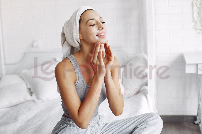 ¿Cómo aplicar una mascarilla contra las arrugas de manera efectiva?